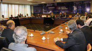 Conselheiros do Crea-MT discutem demandas da área tecnológica com governador Pedro Taques