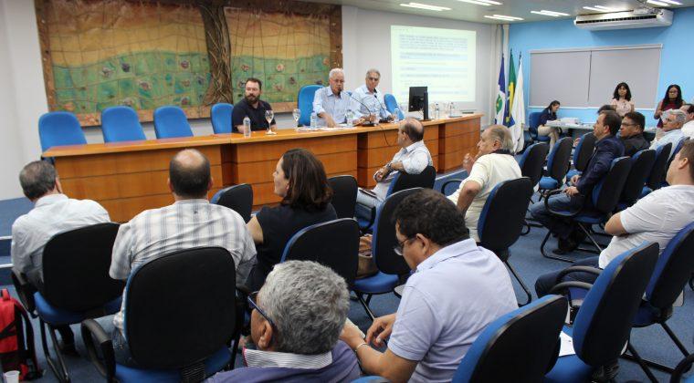 Sessão Plenária de agosto abordou assuntos nacionais
