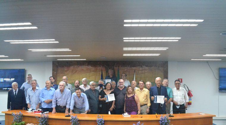 Abenc-MT homenageia profissionais em comemoração aos 50 anos da Engenharia Civil da UFMT